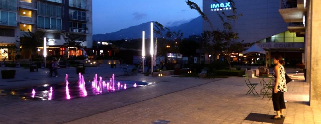 P1060251avenida at night